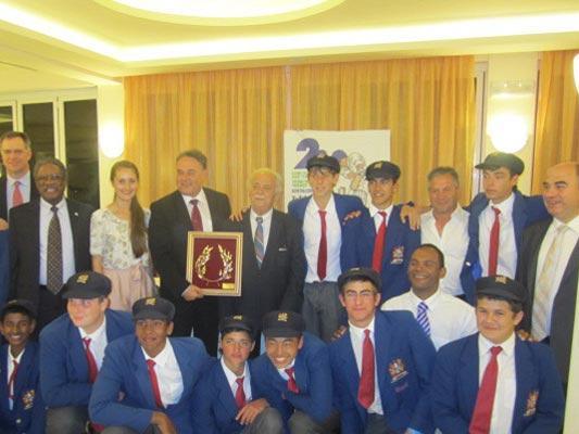 """2ο Διεθνές Σχολικό Τουρνουά """"Γιώργος Μπίζος"""" Κρίκετ 2012"""